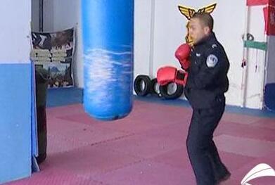 巡警狂减肥60斤 淄博90后小伙为救白血病患者跑到虚脱呕吐