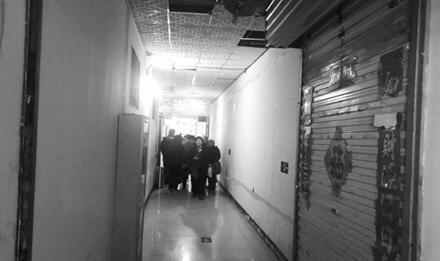菜市场里搭20多间群租房 济南消防等多部门联手清除隐患