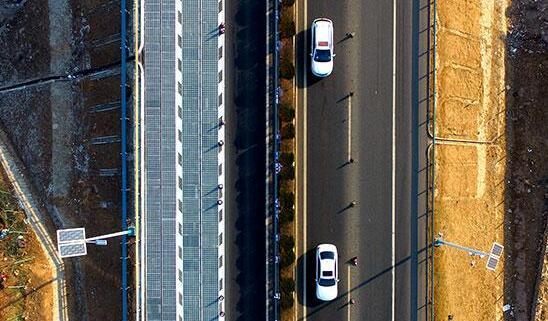 济南光伏高速公路试验段通车 能为行驶中的电动汽车充电