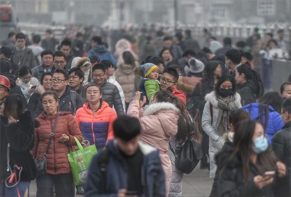 济南:元旦小长假出行高峰开启
