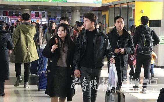 元旦假期首日济南长途汽车总站迎出行高峰 运力充沛票源充足