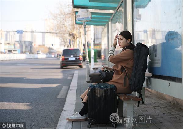 青岛:16岁女孩半月瘦10斤 四处奔波忙艺考