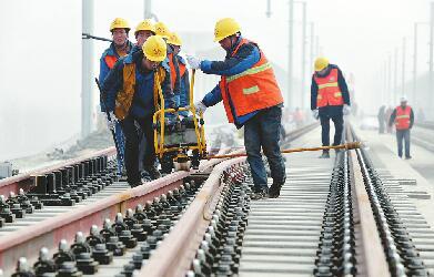 济青高铁高速段轨道铺设提前完成