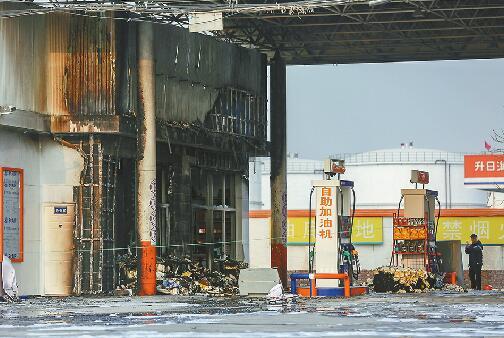 加油站内突起大火几米外就有油罐 事发104国道中海日升加油站