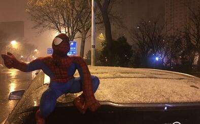 注意!西安迎来今冬初雪 陕西多条高速公路入口临时封闭