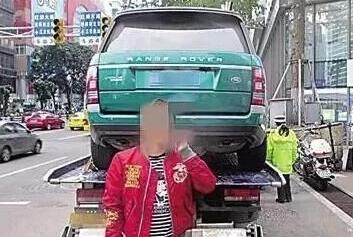 保护色?路虎涂绿漆躲交警 没想到越描越黑绿色车身少更醒目
