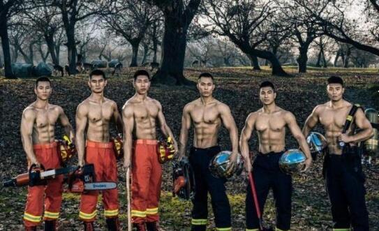 舔屏!消防员台历照曝光荷尔蒙十足 铁血硬汉们大秀肌肉展安全感