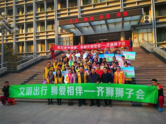 """济南二中师生志愿者开展""""拒绝窗外抛物""""活动"""