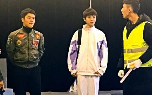 北京电影学院老师隋兰发长文大力表扬学生王俊凯,称他在工作繁忙的图片