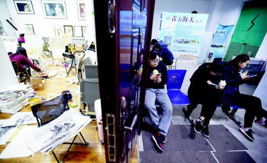 山东省艺术统考将在本周日举行 备考学生日夜练画