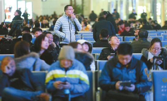 昨受降雪影响济南西大批旅客滞留 今天有30多趟列车停运