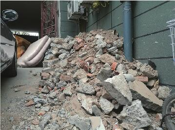 啄木鸟:碎石垃圾扬尘待整改
