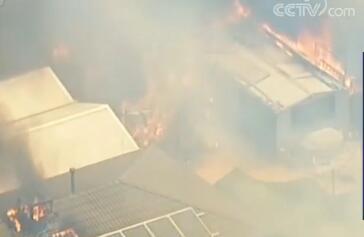 澳大利亚山火 遭遇高温天气山火蔓延迅速烧毁建筑及民宅