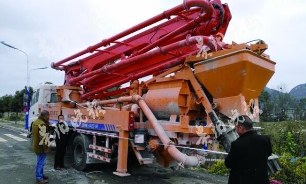 村民从济宁久邦重工机械有限公司花71万元买泵车 却没法上路