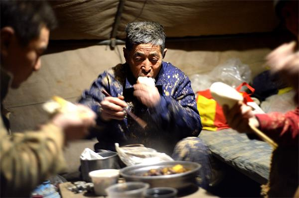 济南:城市建设先遣队 三九天夜宿街头