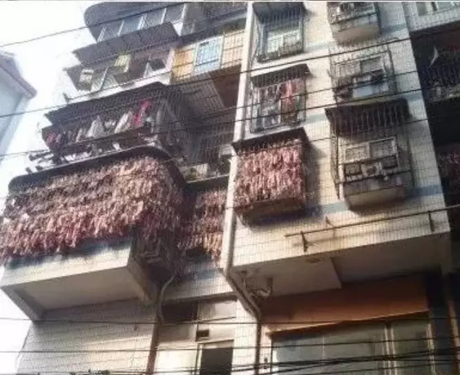 史上最壕阳台!网友:南方大户人家 阳台上挂满定这个!