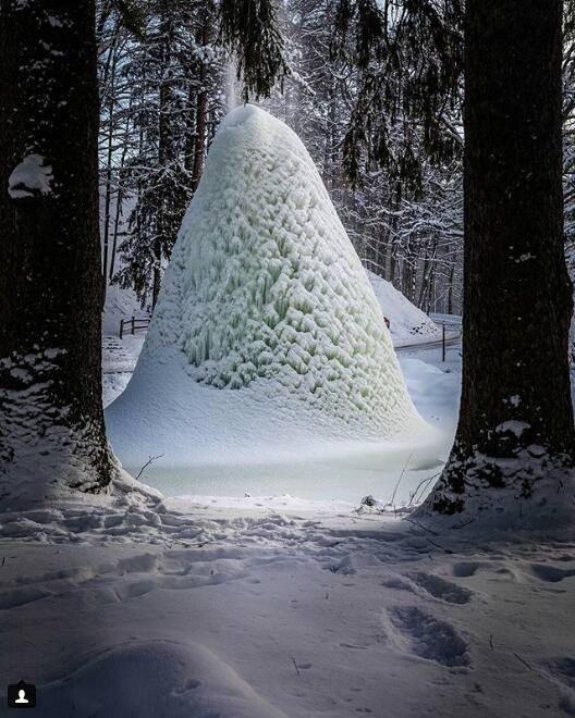 奇景!美国公园现冰火山画面美轮美奂 瀑布瞬间结冰美翻众人