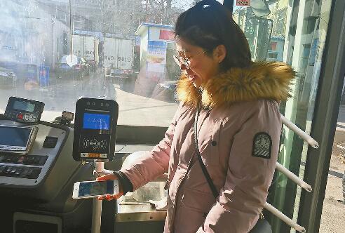 济南刷支付宝就能乘公交 轨道R1线未来也有望扫码乘车