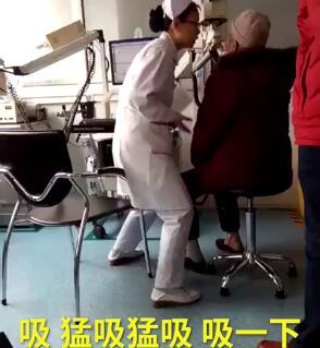 太浮夸!护士检查动作夸张爆红  最美白衣天使化身小丑手舞足蹈