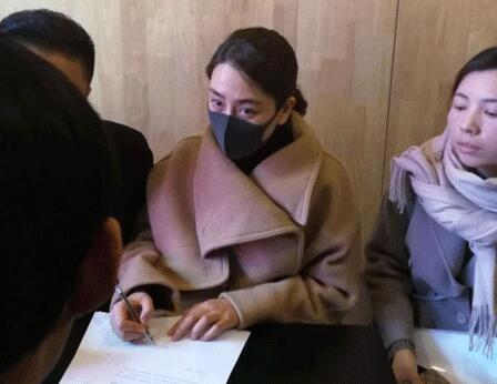 动手开撕!马苏亲赴法院状告黄毅清 否认与PGone张继科绯闻