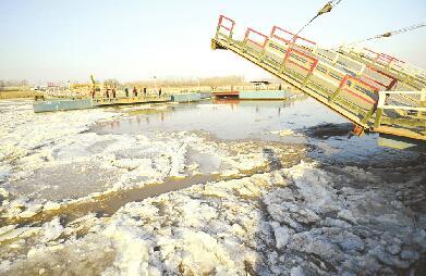 济南:黄河淌凌 浮桥拆除
