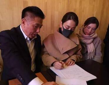 实力反击!马苏现身海淀法院起诉黄毅清 公然捏造马苏吸毒卖淫