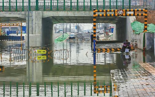 桥下积水1.5米!通行仅半月的东宇大街又封了