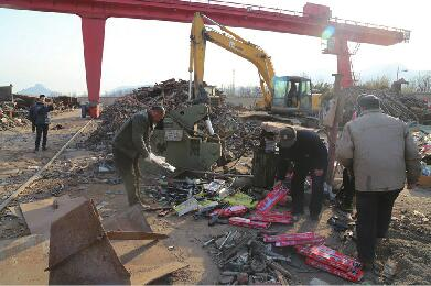 济南长清警方集中销毁6000余件涉案物品