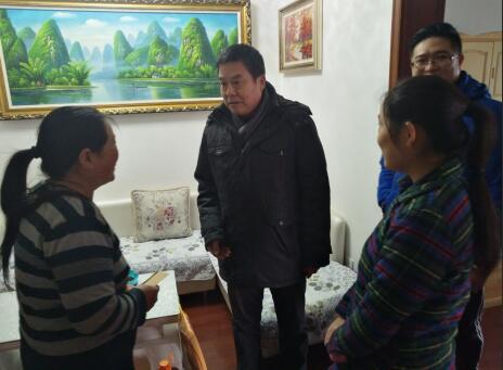 济南信息工程学校走访困难学生送上节日慰问