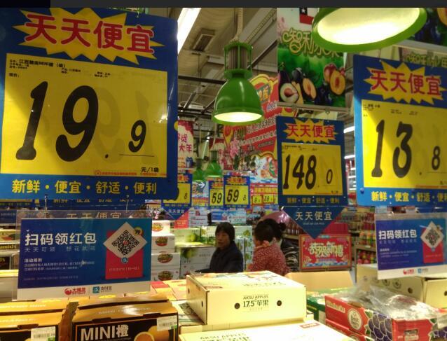 """济南节前市场检查商家促销 多种水果未标""""规格"""""""
