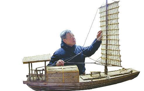 下岗工人玩起跨界 研究古船修复保护