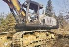 挖机师傅施工遭阻拦离开现场 价值95万的挖机留现场遭烧毁