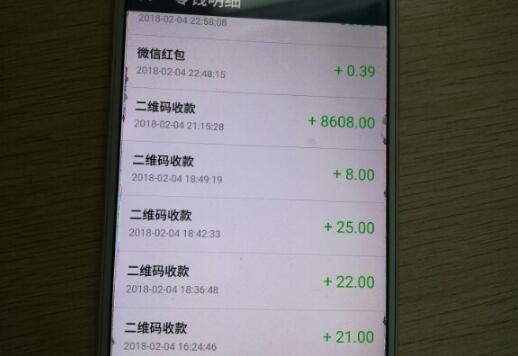 乘客打的花10多元转账8000元 出租车司机寻人苦等三天