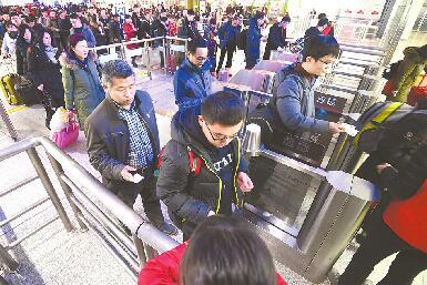 济南:客流高峰还未到 现在返乡好坐车