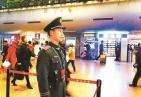 北京西站执勤武警目送未婚妻独自归乡商量婚事 含泪对视3分钟