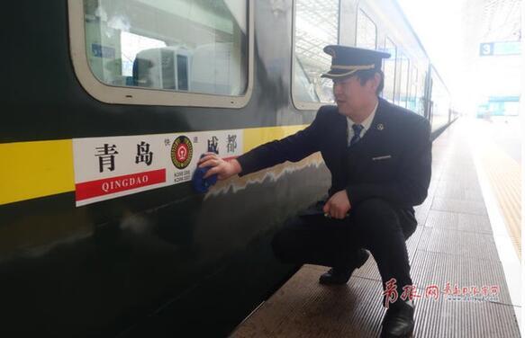 59岁列车员的最后一个春运:我已适应摇晃的车厢