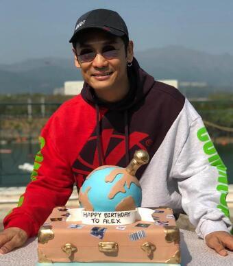 杜德伟56岁庆生 邀粉丝BBQ聚会庆祝,3D立体地球蛋糕吸睛