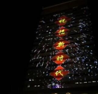 央视大楼灯光秀色彩炫烂 高科技全新技术引市民驻足