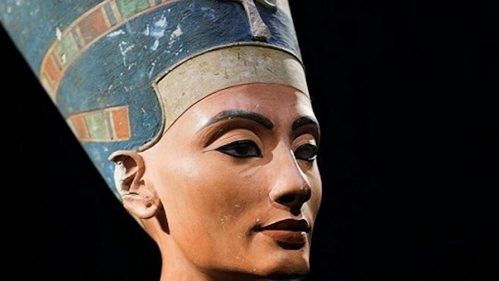 """埃及美女王后纳芙蒂蒂面目还原 博物馆""""年轻女士""""木乃伊真面目耗费500小时还原"""