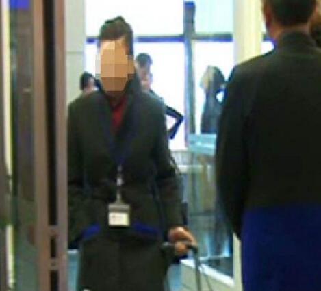 空姐夹藏6公斤黄金 遭日本海关查获后留置罚款,终被解雇