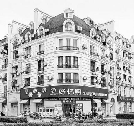 小区建成山寨巴黎还有山寨埃菲尔铁塔 法摄影师挑选相同角度拍摄对比照