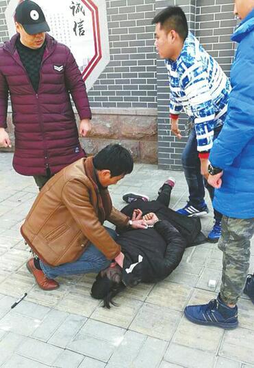 为了催债殴打捆绑恐吓受害人 市中警方端掉一个寻衅滋事恶势力团伙