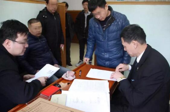 济南市中法院:民工节前喜领工资款
