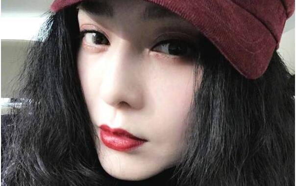 范冰冰现身药妆店 买了70多万日元的东西!