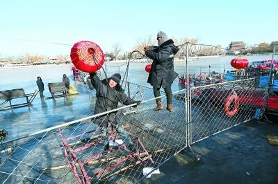 什刹海冰场关闭 北京气温回升什刹海冰场冰层已逐渐融化