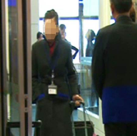 惹祸!空姐夹6公斤黄金违法图利 召开人评会决议被解雇