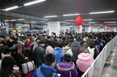 55万铁路旅客返程抵京 站外打车...