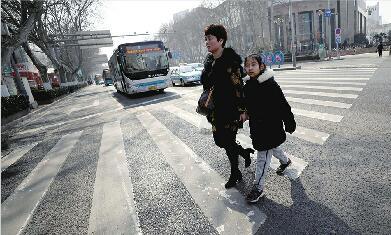 """""""路口革命""""让交通参与者更踏实更安全更包容 济南的路口有温度"""