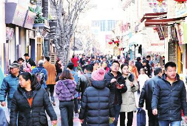 济南:游人如织年味依旧