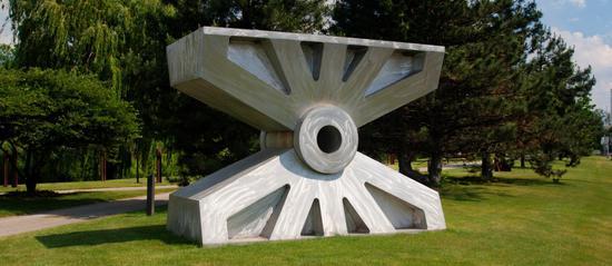 一片荒芜的土地变身令人称奇的雕塑公园!